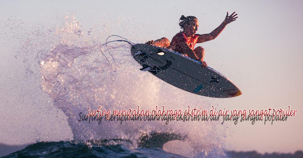 Surfing merupakan olahraga ekstrim di air yang sangat populer